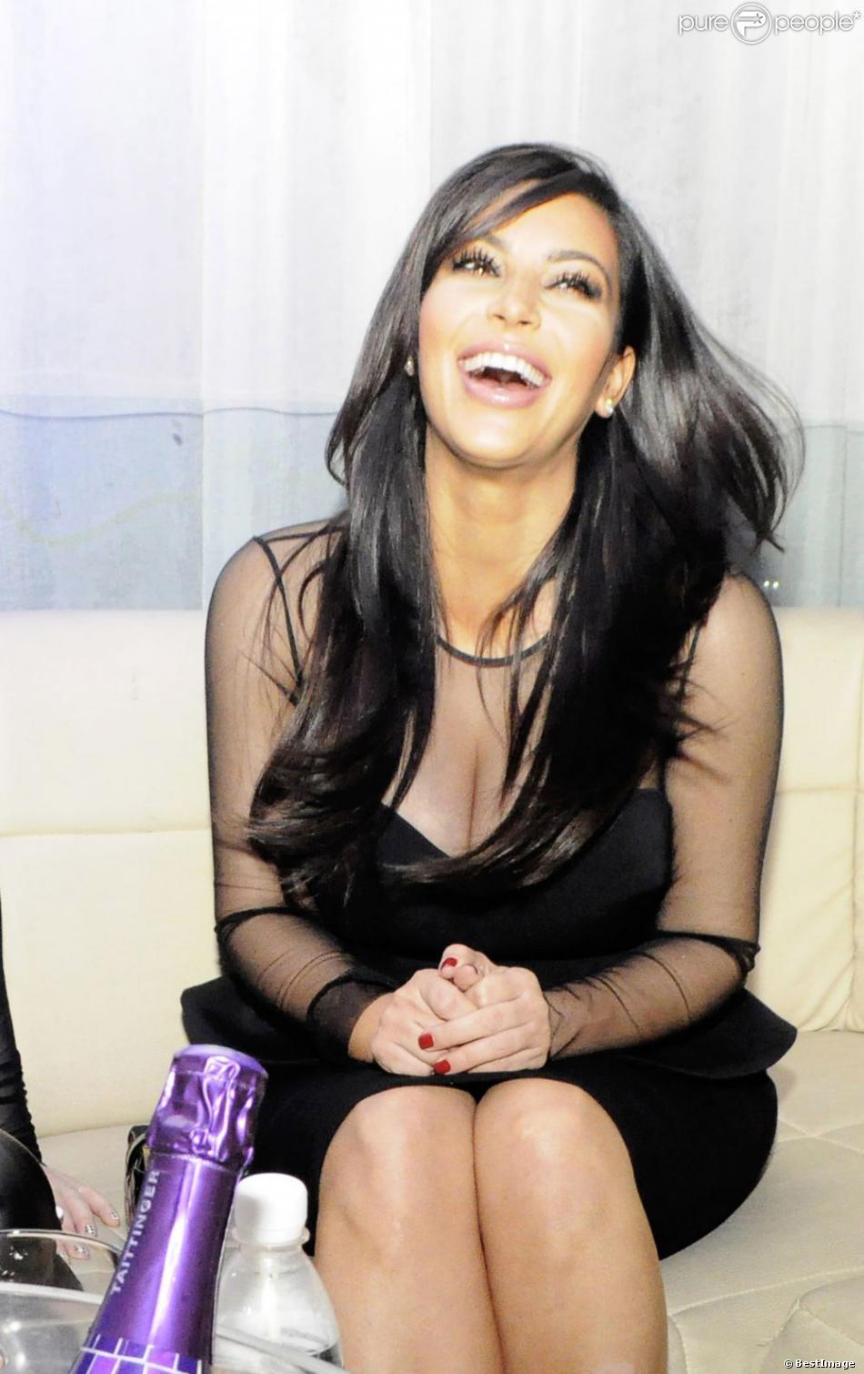 Kim Kardashian : La grossesse la rend plus belle de jour en jour. Ici, lors d'une soirée privée dans la boîte de nuit Life Star à Abidjan en Côte d'Ivoire. Une soirée animée par le DJ Big Ali, le samedi 19 janvier 2013