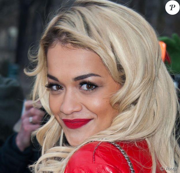 Rita Ora arrive au Grand Palais pour assister au défilé Chanel haute couture printemps-été 2013. Paris, le 22 janvier 2013.