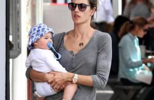 Alessandra Ambrosio : Jamais sans son fils, le top se la coule douce