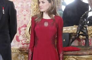 Letizia d'Espagne : Somptueusement moulée au palais, le rouge lui va si bien