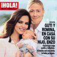 Guti et Romina avec leur fils Enzo, en couverture du magazine Hola du 30 janvier 2013.