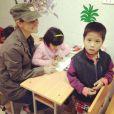 Twitter de Laeticia Hallyday -Cours de dessin à l'orphelinat de #BacGiang #Vietnam #education #LaBonneEtoile #EPVN