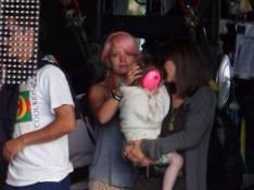 PHOTOS : Lily Allen est une véritable groupie !