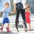 Exclusif - Levi et Vida, 4 et 3 ans, tiennent la main de leur maman Camila Alves. Nouvelle-Orléans, le 26 janvier 2013.