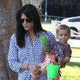 Exclusif - Selma Blair et son fils Arthur profitent d'une journée ensoleillée dans un parc à Los Angeles. Le 3 février 2013.
