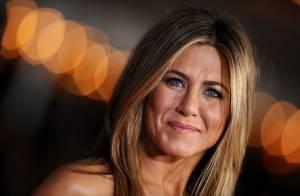 Jennifer Aniston, en blonde platine : La future mariée se transforme