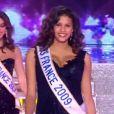 Chloé Mortaud, enceinte, lors du défilé des anciennes Miss, diffusé samedi 8 décembre sur TF1 avant le sacre de Miss Bourgogne.