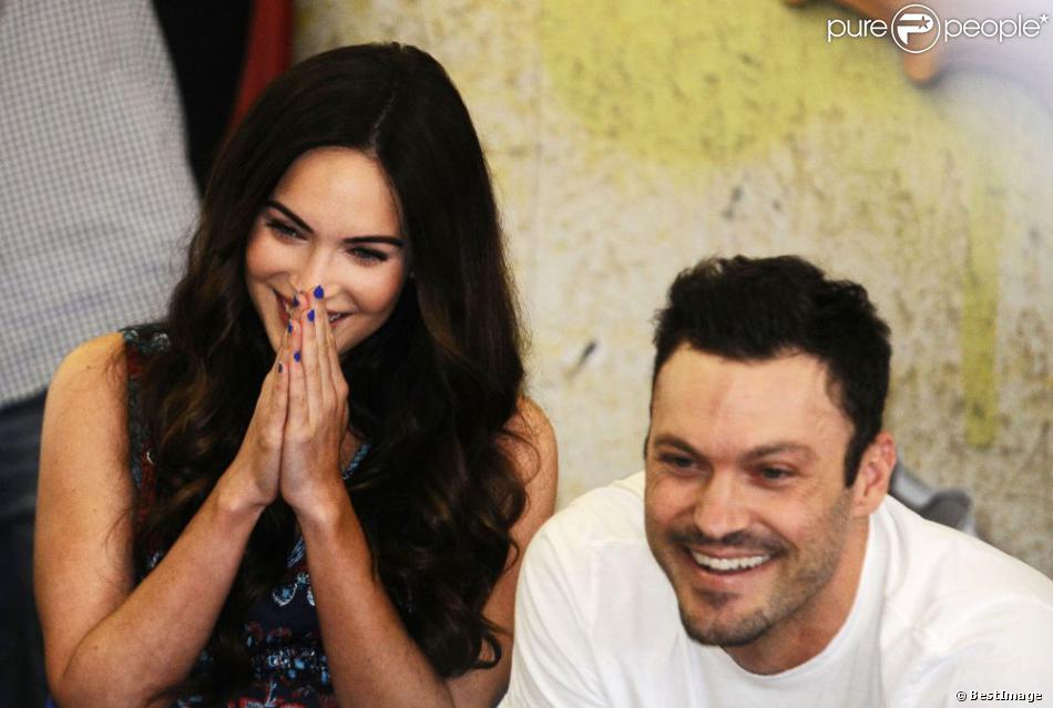 Megan Fox et son mari Brian Austin Green profitent de leur escapade au Brésil en février 2013. Ils ont assisté à un spectacle de Capoeira àSão Paulo.