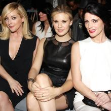 Jane Krakowski, Maggie Grace et Ashley Greene assistent au défilé KaufmanFranco automne-hiver 2013-2014 au Theatre du Lincoln Center. New York, le 11 février 2013.