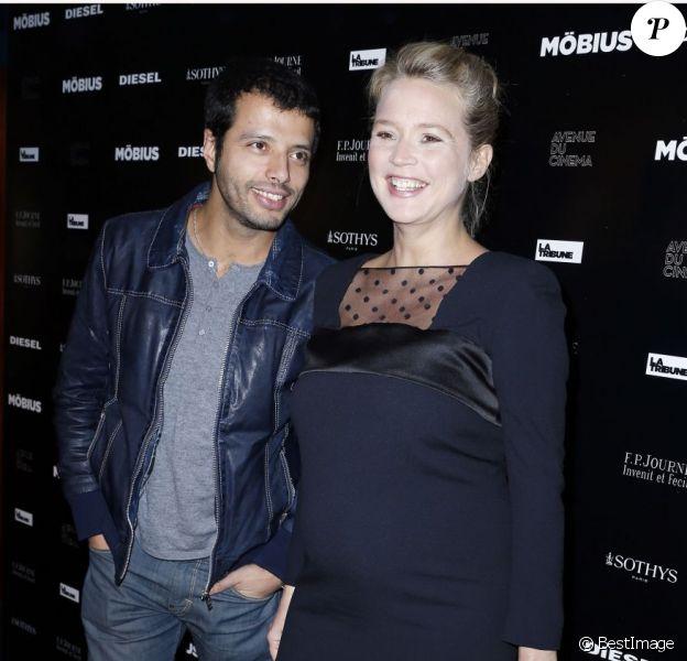 Virginie Efira enceinte et Mabrouk El Mechri lors de l'avant-première de Möbius à l'UGC Normandie à Paris le 12 février 2013