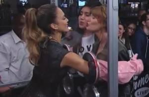 Jessica Alba nerveuse : Forcée d'embrasser des inconnus en pleine rue !