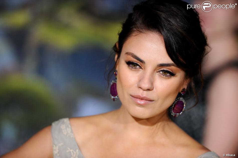 Mila Kunis sublime et ardente pour la première du film Le Monde Fantastique d'Oz au El Capitan Theatre de Los Angeles, le 13 février 2013.
