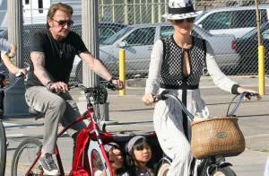 Johnny Hallyday, Laeticia et leurs filles : Une douce balade à vélo