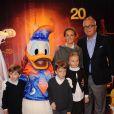 Le prince Laurent de Belgique et la princesse Claire avec leurs trois enfants, Louise, Nicolas et Aymeric, à Disneyland Paris en mars 2012.
