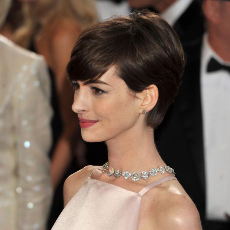 Anne Hathaway Ziegfeld Theatre: Anne Hathaway Et Sa Fameuse Robe Polémique Lors De La 85e