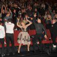 Josh Duhamel et Julianne Hough étaient à Berlin pour l'avant-première du film  Safe Haven , le 24 février 2013. Les acteurs et le public ont entamé un Harlem Shake endiablé.