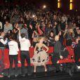 Josh Duhamel et Julianne Hough étaient à Berlin pour présenter le film  Safe Haven , le 24 février 2013. Les acteurs et le public présents dans la salle de projection ont entamé un Harlem Shake endiablé.