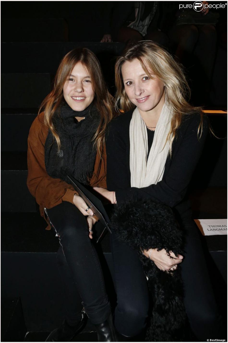 Sarah Lavoine et sa jolie fille Yasmine ont garni le premier rang du défilé Etam lingerie le 26 février 2013 à Paris