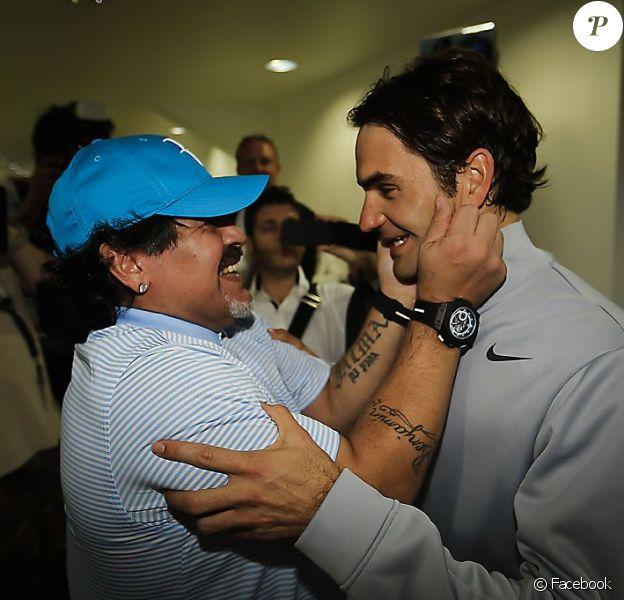 Diego Maradona rencontre Roger Federer lors du tournoi de Dubaï le 27 février 2013 à Dubaï