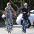 Busy Philipps, très enceinte, va dîner au restaurant avec une amie à West Hollywood, le 28 février 2013.