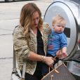 Hilary Duff, son mari Mike Comrie et leur fils Luca vont faire du shopping à West Hollywood, le 3 mars 2013.