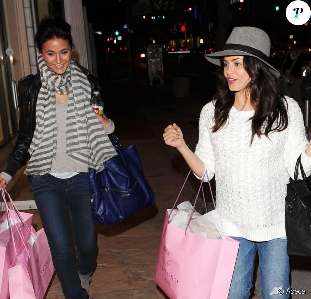 Jenna Dewan-Tatum et Emmanuelle Chriqui en virée shopping à la boutique Calypso St. Barth à Los Angeles, le 7 mars 2013.