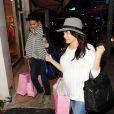 Jenna Dewan-Tatum et son amie Emmanuelle Chriqui en virée shopping à la boutique Calypso St. Barth à Los Angeles, le 7 mars 2013.