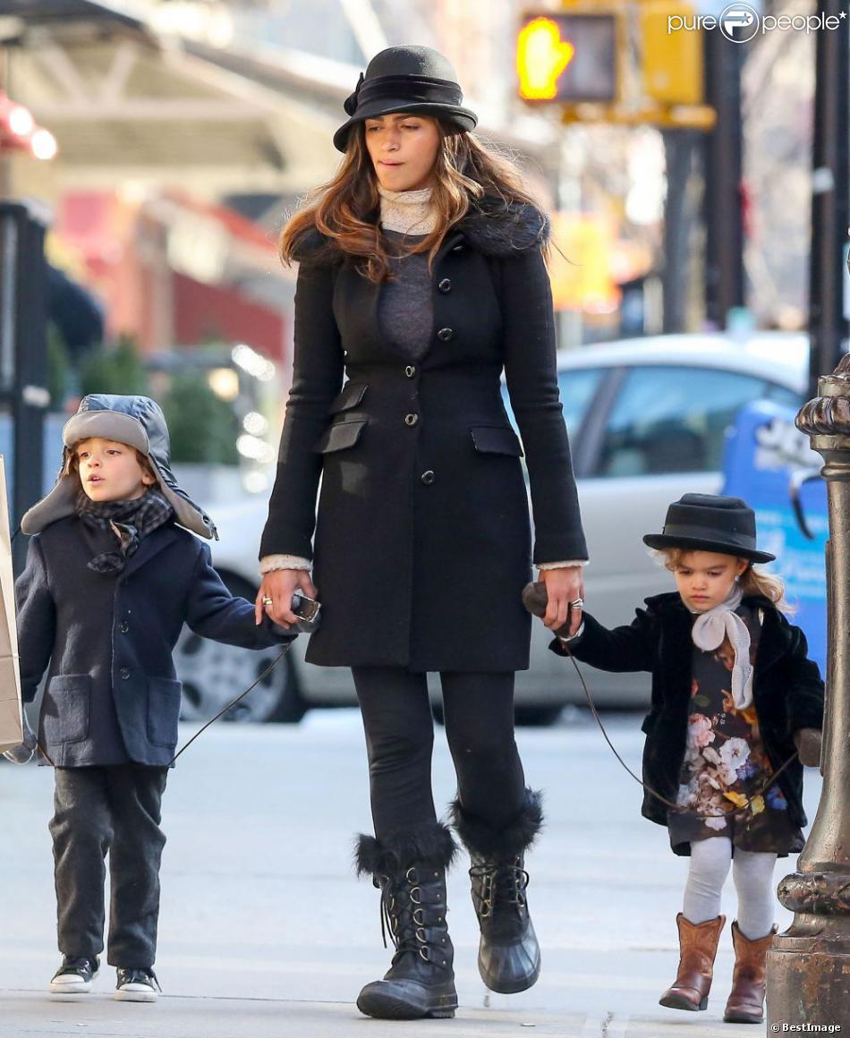 Camila Alves et ses deux aînés Levi et Vida en mars 2013 à New York