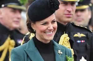 Kate Middleton, enceinte, se sort souriante d'une situation très délicate...