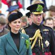 """""""Le duc et la duchesse de Cambridge, le prince William et Kate Middleton : des amoureux et des futurs parents élégants lorsqu'ils assistent à la Saint Patrick à Mons Barracks à Aldershot, le 17 mars 2013"""""""