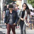 Bruno Mars et sa compagne Jessica Caban vont au restaurant à Los Angeles, le 18 mars 2013.