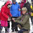 Une bénévole au coeur de l'action. Kate Middleton, duchesse de Cambridge, enceinte de près de six mois, prenait part à un entraînement de bénévoles de l'Association des Scouts au Great Tower Scout Camp près de Newby Bridge, en Cumbrie (nord-ouest de l'Angleterre), le 22 mars 2013.