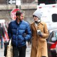 Anne Hathaway et son mari Adam Shulman se promènent à New York le 25 mars 2013.