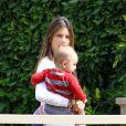 Alessandra Ambrosio fière de son fils Noah à Los Angeles le 25 mars 2013