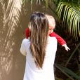 Moment de tendresse entre Alessandra Ambrosio et son fils Noah à Los Angeles le 25 mars 2013