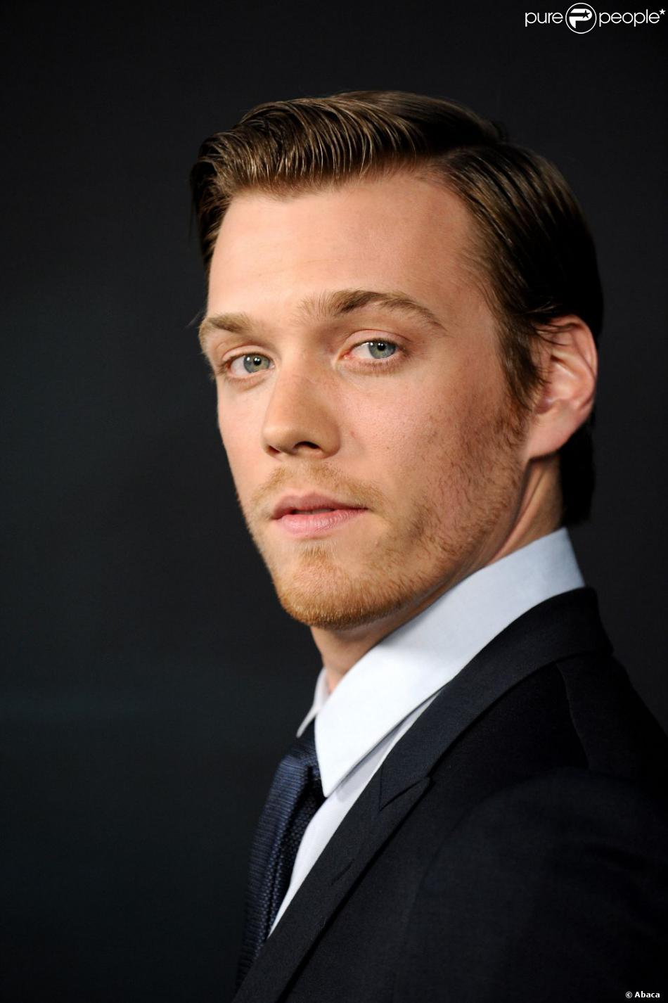 Jake Abel And Allie Wo...