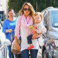 Jessica Alba emmène sa fille Haven faire du shopping chez Barneys New York à Beverly Hills le 2 avril 2013