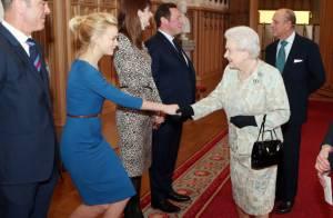 Elizabeth II reçoit un BAFTA devant la belle Carey Mulligan et le cinéma anglais