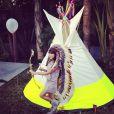 Laeticia Hallyday a posté une série de jolies photos prises lors de sa fête sur le thème des Navajos, le 7 avril 2013. Ici c'est Jade, la squaw.