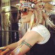 La jolie Laeticia Hallyday a posté une série de jolies photos prises lors de sa fête sur le thème des Navajos, le 7 avril 2013.