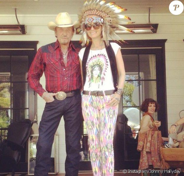 Johnny Hallyday prend la pose avec Laeticia à Los Angeles, le 7 avril 2013.