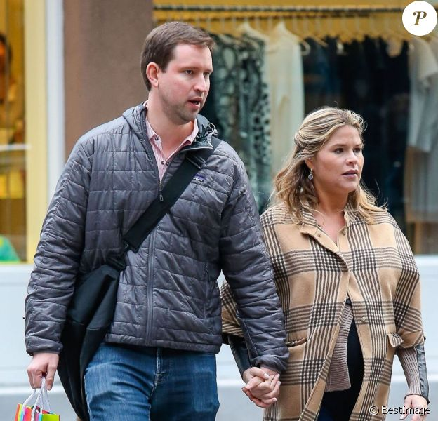 Jenna Bush, enceinte, et son mari Henry Hager vont faire du shopping à New York, le 7 avril 2013.
