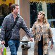 Jenna Bush, enceinte, et son mari Henry Hager font du shopping à New York, le 7 avril 2013.