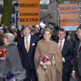 Chacune des dernière sorties du règne de Beatrix est saluée par des messages de remerciement... La reine Beatrix, le prince Willem-Alexander et la princesse Maxima des Pays-Bas à Utrecht le 11 avril 2013 pour fêter les 300 ans du Traité d'Utrecht et lancer le programme de commémorations prévues par la ville jusqu'en septembre.