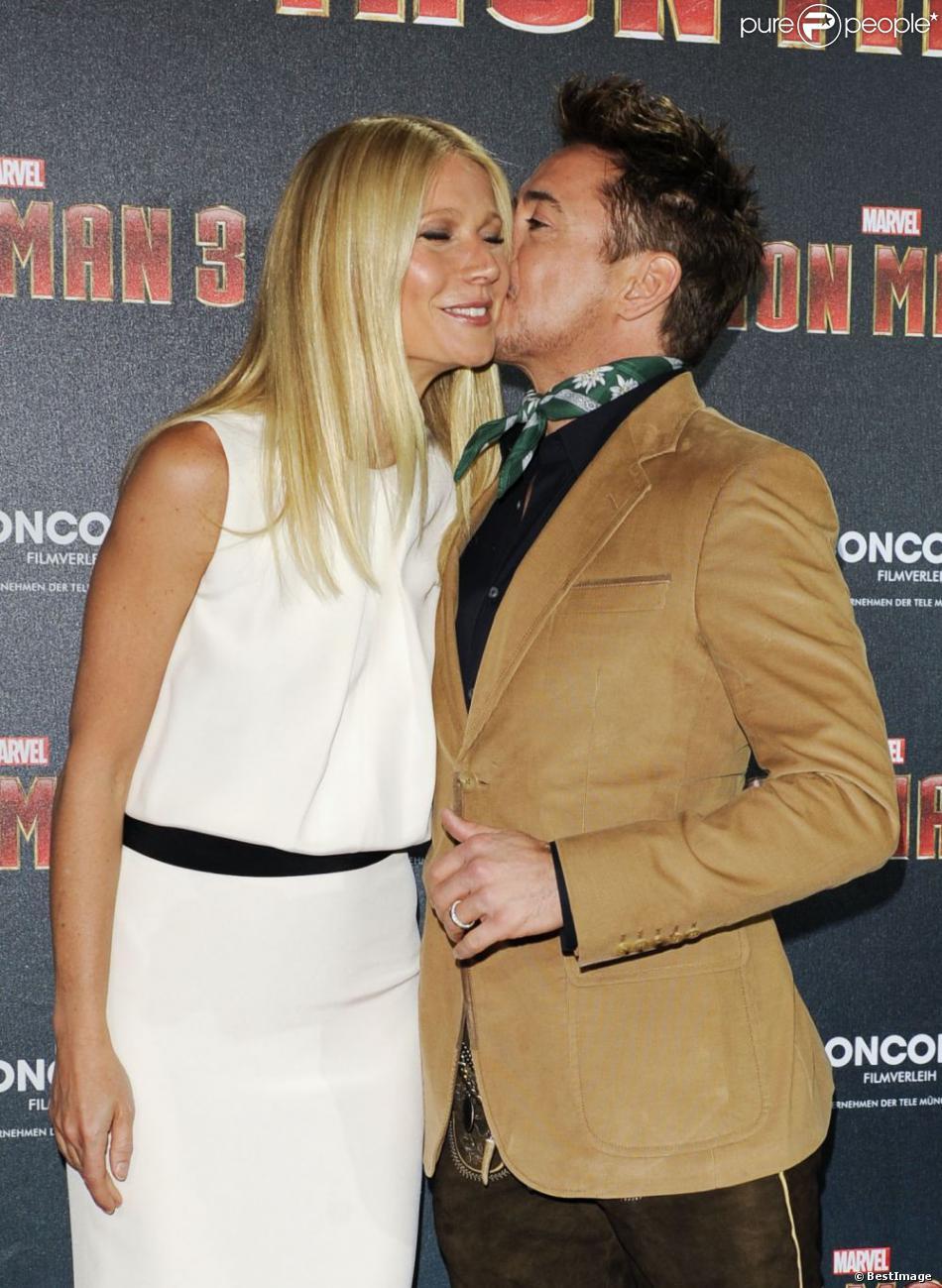 Robert Downey Jr. embrasse tendrement Gwyneth Paltrow lors du photocall du film Iron Man 3 au palais Montgelais à Munich, le 12 avril 2013.