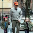 Matthew Broderick emmène ses filles Tabitha et Marion à l'école à New York, le 11 avril 2013.