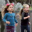 Matthew Broderick emmène ses filles jumelles Tabitha et Marion à l'école à New York, le 11 avril 2013.