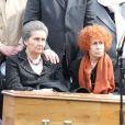 Francois Fillon, Edouard Balladur, Simone Veil, son fils Pierre-Francois, Madame Marie Josee Balladur, Jacques et Bernadette Chiraclors des obsèques d'Antoine Veil au cimetière du Montparnasse à Paris le 15 avril 2013.