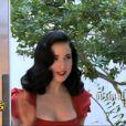 Dita Von Teese présente au pré-générique des Anges de la télé-réalité 5 sur NRJ 12
