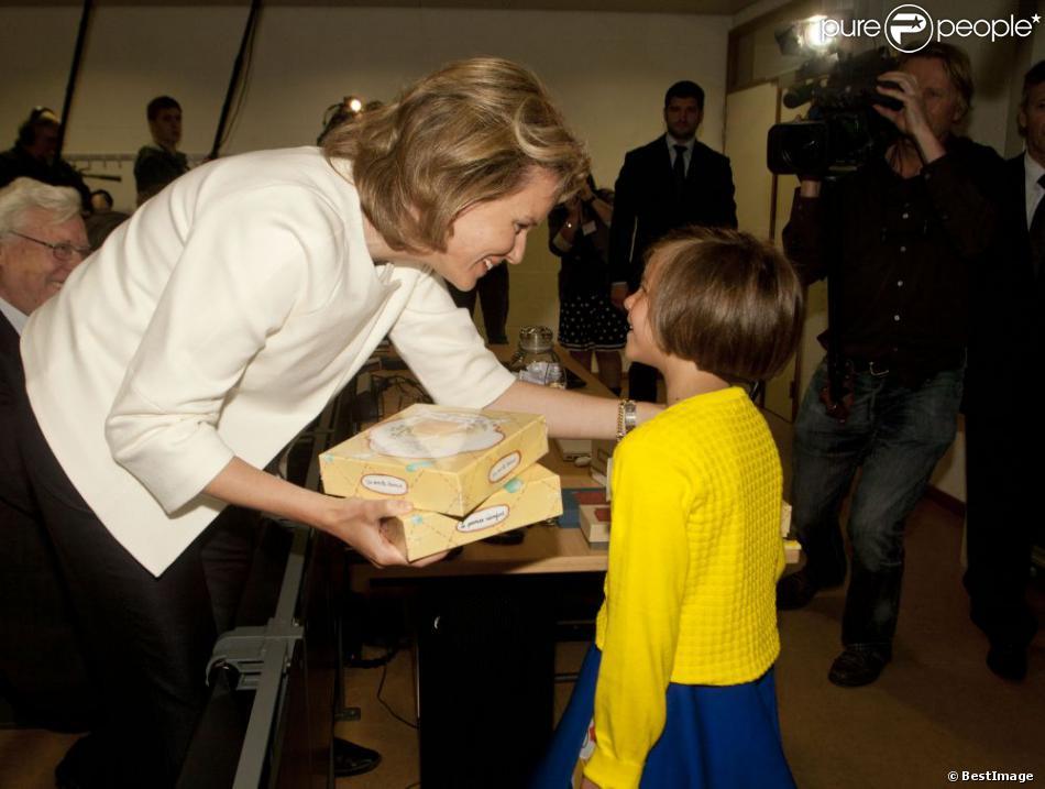 """La princesse Mathilde de Belgique à Bruxelles le 16 avril 2013 pour la présentation du kit """"Le premier réconfort"""", à destination des enfants de 5 à 12 ans subissant la perte d'un être cher."""